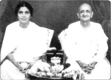 סוואמי ראמדאס עם תלמידתו מָאטָאגִ'י קְרישְנָבָּאי